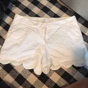 Scolloped white shorts